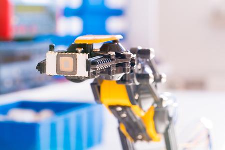 Photo pour IC electronics chip in robot arm - image libre de droit