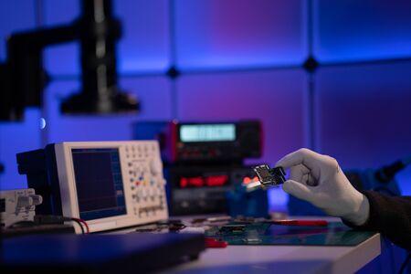 Photo pour Check electronics device in industrial lab - image libre de droit