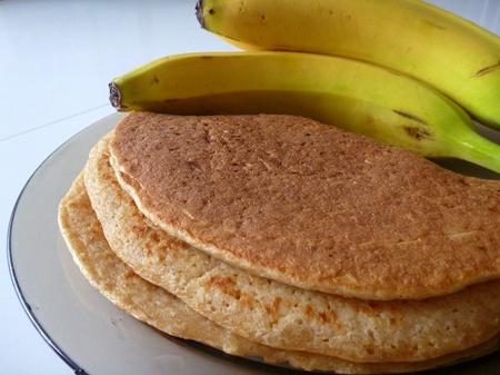 Photo pour a preparation of tasty homemade banana pancakes - image libre de droit