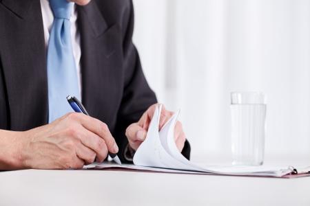 Photo pour business man hand writing on paper close up - image libre de droit
