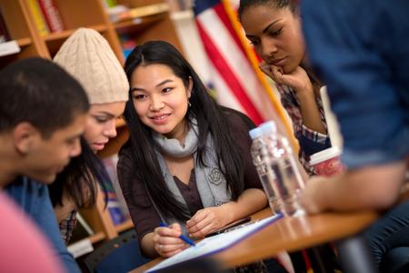 Foto de Multiethnic group of students working on task together - Imagen libre de derechos