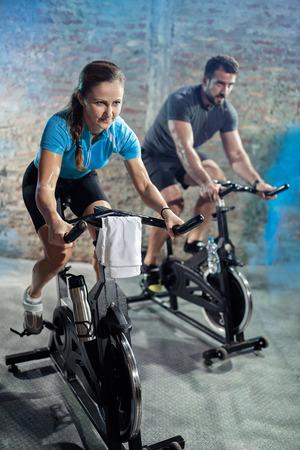 Photo pour cardio exercise class on  bikes, healthy lifestyle - image libre de droit