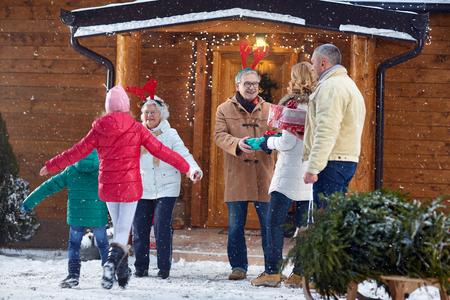 Photo pour welcome family for Christmas celebration  - image libre de droit