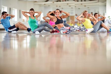 Foto de Group of young people on training at gym - Imagen libre de derechos