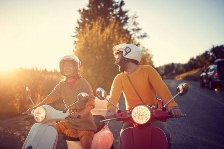 Photo pour happy young couple on scooter enjoying road trip - image libre de droit