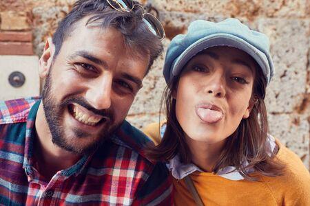 Photo pour Happy man and woman make funny selfie at vacation - image libre de droit