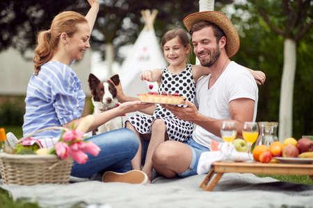 Photo pour Celebration on a family picnic on a beautiful day - image libre de droit