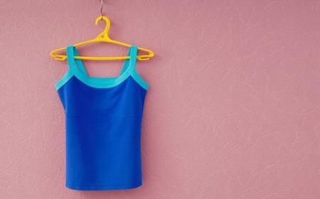 Photo pour sports tee shirt is on yellow clothes-hanger - image libre de droit