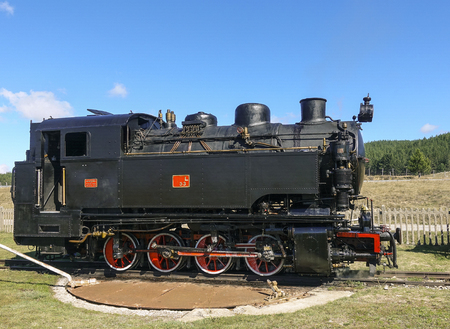 Rotating platform for rotating the locomotive