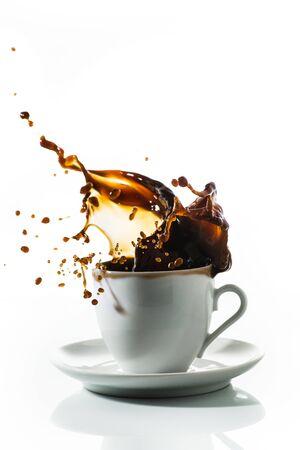 Photo pour coffee cup with splash on the white background - image libre de droit