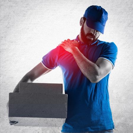 Photo pour Delivery man with shoulder pain - image libre de droit