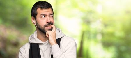 Photo pour Sport man having doubts while looking up in a park - image libre de droit