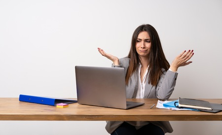 Photo pour Business woman in a office unhappy because not understand something - image libre de droit