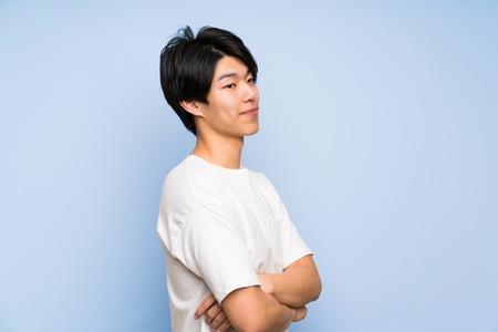 Photo pour Asian man on isolated blue background laughing - image libre de droit