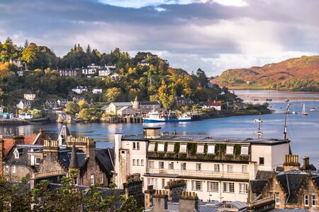 Photo pour The skyline of Oban in autumn, Argyll in Scotland - United Kingdom - image libre de droit
