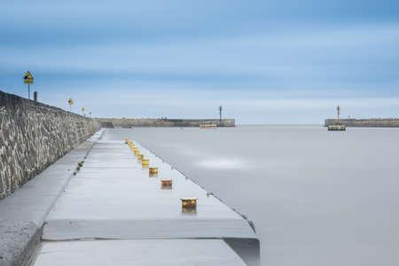 Photo pour Long exposure harbour photography - image libre de droit