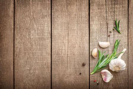 Photo pour Fresh asparagus heap on wooden cutting board on wooden background. Top view. Copy space. - image libre de droit