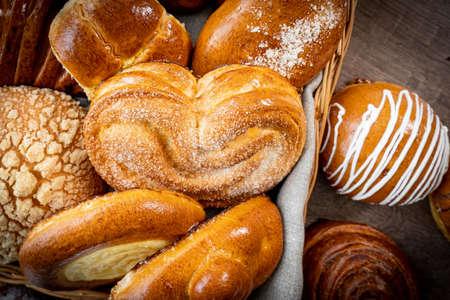 Photo pour Fresh pastries buns wicker basket rustic style bakery wheat - image libre de droit