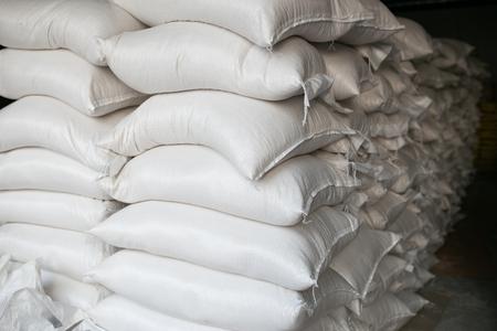 Photo pour Rice in white sack packaging - image libre de droit