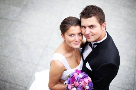 Foto de Close up of a nice young wedding couple - Imagen libre de derechos