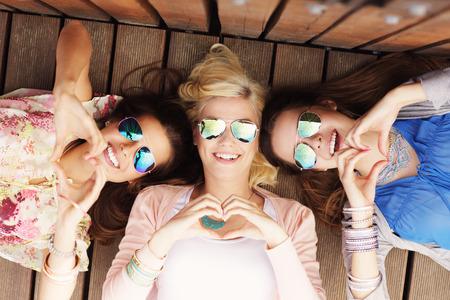 Foto de A picture of group of happy friends showing hearts - Imagen libre de derechos