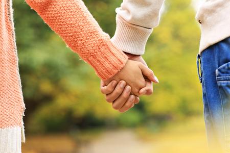 Photo pour A picture of a couple holding hands in the park - image libre de droit