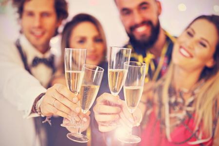 Foto de Picture showing group of friends having fun with at Party - Imagen libre de derechos