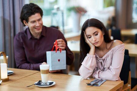 Photo pour Young Couple having argument In Cafe - image libre de droit