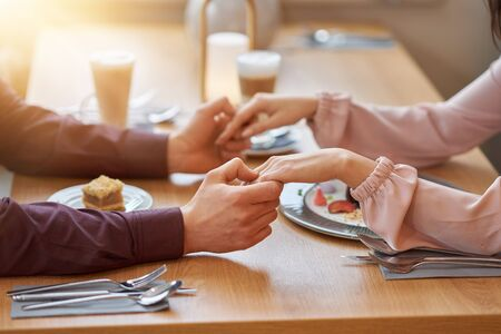 Photo pour Young Couple Enjoying Coffee And Cake In Cafe - image libre de droit