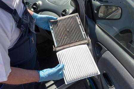 Photo pour Clean and dirty cabin air filter for car - image libre de droit