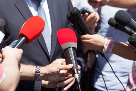 Photo pour Public relations - PR. Media interview. News conference. - image libre de droit