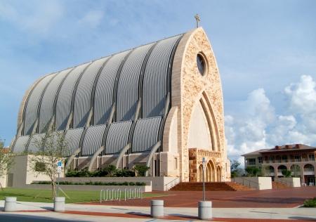 Fotografia de la iglesia construida en la universidad Ave Maria en Naples, Florida, USA