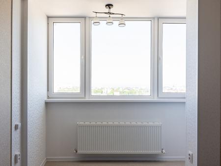 Photo pour Glazed balcony in the apartment - image libre de droit