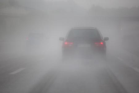 Photo pour freeway traffic with heavy rain - image libre de droit