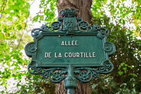 picture of an antique street sign in Paris, France