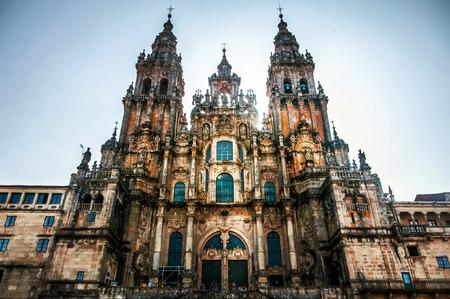 Foto de Santiago de Compostela Cathedral, Spain. Main facade of Santiago de Compostela Cathedral, Galicia, Spain. Silhouette with direct sun from behind with vignette effect - Imagen libre de derechos
