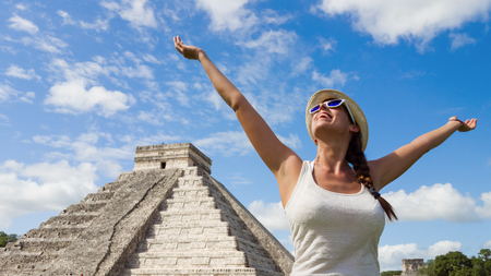 Photo pour Happy woman enjoying travel tourism at Chichen Itza, Mayan Riviera, Mexico. Freedom and happiness on vacation. - image libre de droit