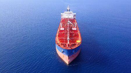 Photo pour Chemical/Oil tanker ship at sea. - image libre de droit