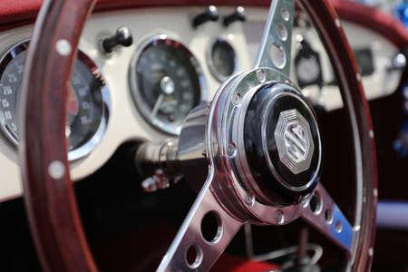 Foto de North district, Israel - May 4, 2020: Classic MG MGB roadster interior and Dashboard. Close-up of the interior of an MG sports-car. - Imagen libre de derechos