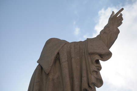 statua di padre santo