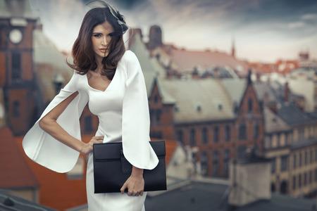Foto de Smart brunette woman with the panorama city in the background - Imagen libre de derechos