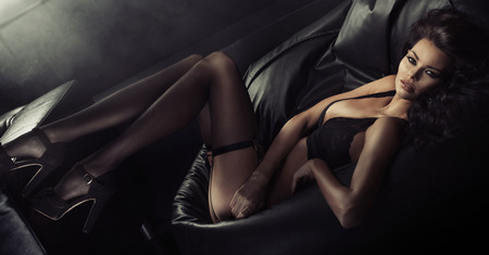 Photo pour Sexy young woman wearing sensual underwear - image libre de droit