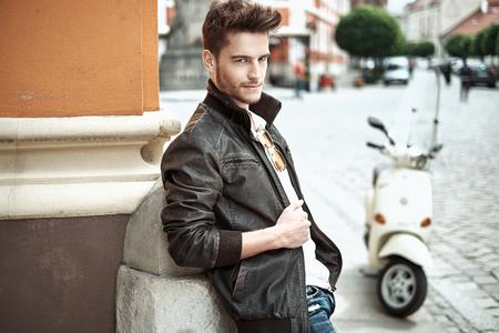 Photo pour Portrait of a young handsome guy - image libre de droit