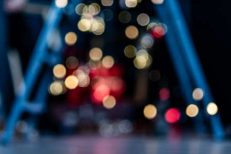 Photo pour Blurry, abstract background of Christmas lights in a pre-holiday city. - image libre de droit