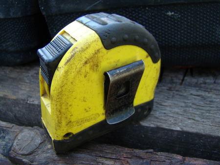 tape measure measuring common mechanical,capable of measuring length.