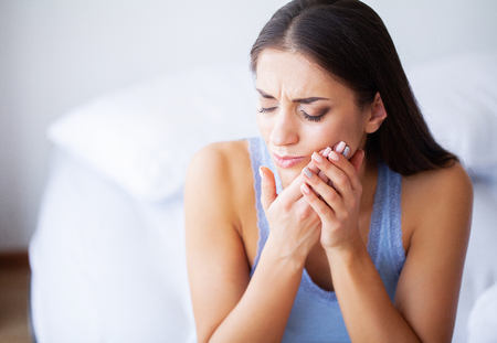 Photo pour Tooth Pain. Woman Feeling Tooth Pain. Closeup Of Beautiful Sad Girl Suffering From Strong Tooth Pain. Attractive Female Feeling Painful Toothache. Dental Health And Care Concept - image libre de droit