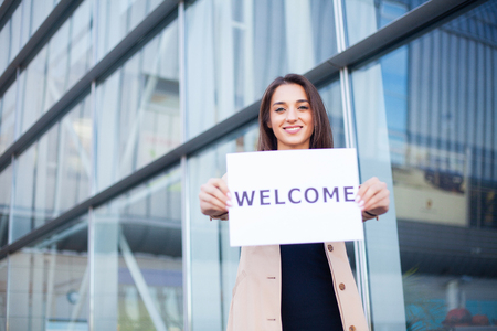 Photo pour Travel. Women business with the poster with welcome message - image libre de droit