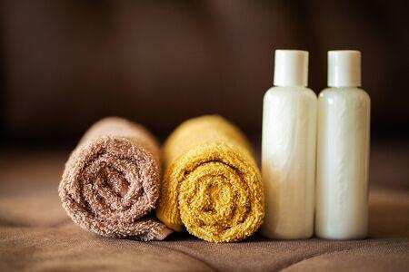 Photo pour Shower supplies. Composition cosmetic products of spa treatment. - image libre de droit