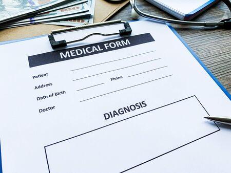 Photo pour Medical form with patient data on doctors desk - image libre de droit