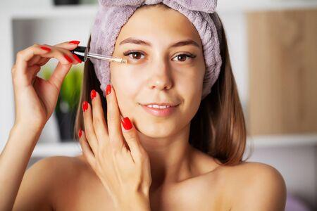 Photo pour Women skin care, cosmetic oil vitamins to restore facial skin - image libre de droit